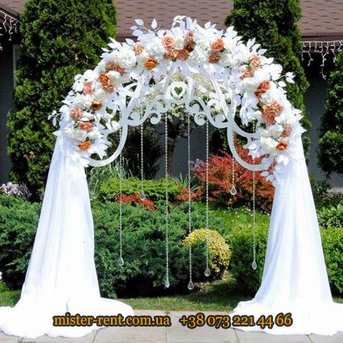 Арка свадебная полукруглая с цветами.